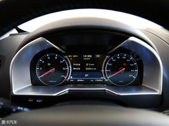 帝豪ev300的仪表盘同样采用了指针+显示屏设计,显示屏的尺寸比较大图片